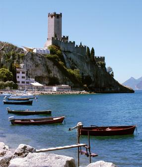 Visita la città di Malcesine dove storia e cultura ti aspettano. Tante opportunità e occasioni di svago e sport.